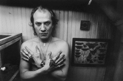 character analysis of buffalo bill in the film silence of the lambs Jame gumb, better known as buffalo bill, is the main antagonist of the 1988 thomas harris novel the silence of the lambs and its 1991 five academy award winning film adaptation he is a serial killer who kidnaps women and makes person suits of their skins.